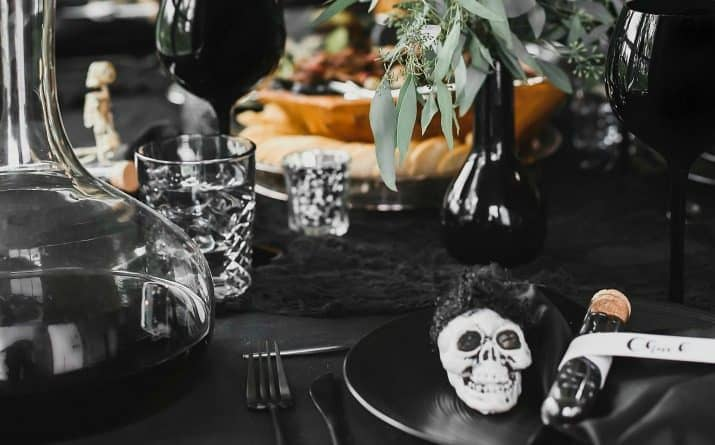 Chic Black Halloween Dinner Party & Table Setting Ideas