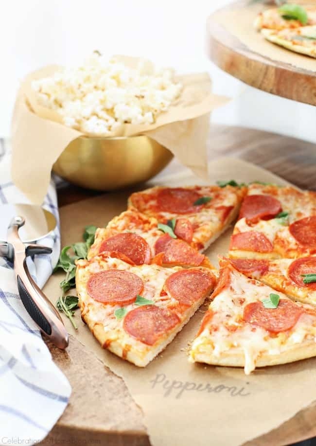 Set up a Pizza & Beer Party Bar for casual entertaining at home. This party is great for game day, birthdays, or to dress up any beer bar. #PizzaandBeer #PizzaParty #MansBirthdayIdeas