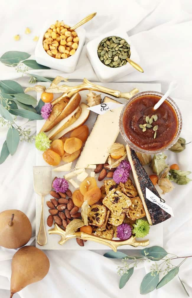 Set out a fall cheese board for your thanksgiving entertaining and beyond. #cheeseboard