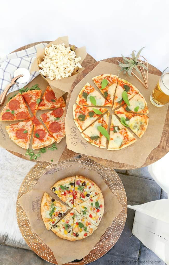 Set up a Pizza & Beer Party Bar for casual entertaining at home. This party is great for game day, birthdays, or to dress up any beer bar. #BeerParty #PizzaandBeer #PizzaParty #MansBirthdayIdeas