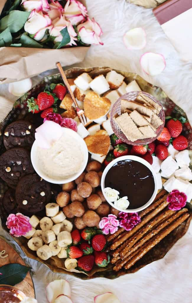 A Dessert Fondue Platter is the perfect way to entertain or spend quality time with your bae. Get ideas and two dessert fondue recipes for date night or dinner party, here. #fondueparty #dessertfondue #datenight