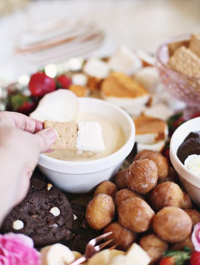 graham cracker dipped in cheesecake fondue recipe