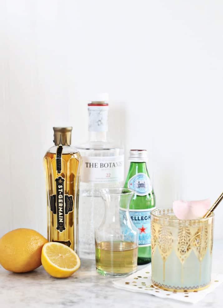 This Elderflower Gin Fizz cocktail ingredients.