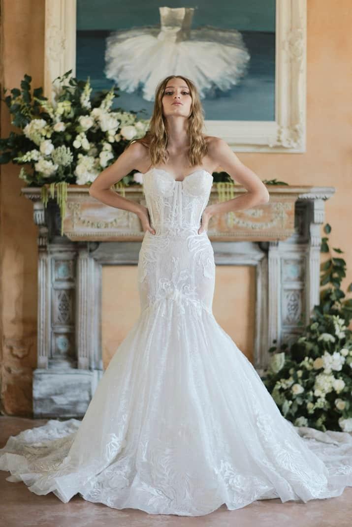 romantic wedding day ideas-bride in mermaid style dress