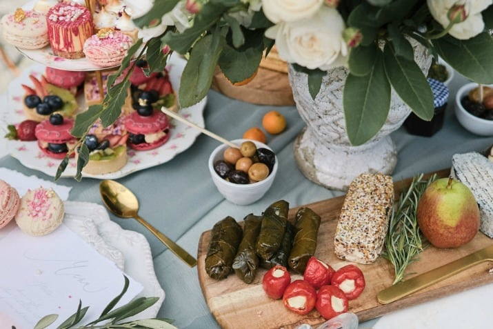 romantic wedding day ideas-snack table