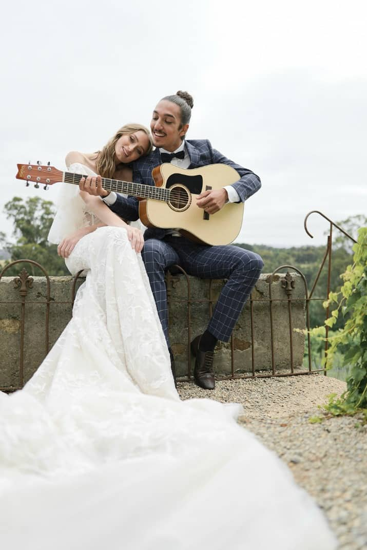 romantic wedding day ideas-groom serenades his bride