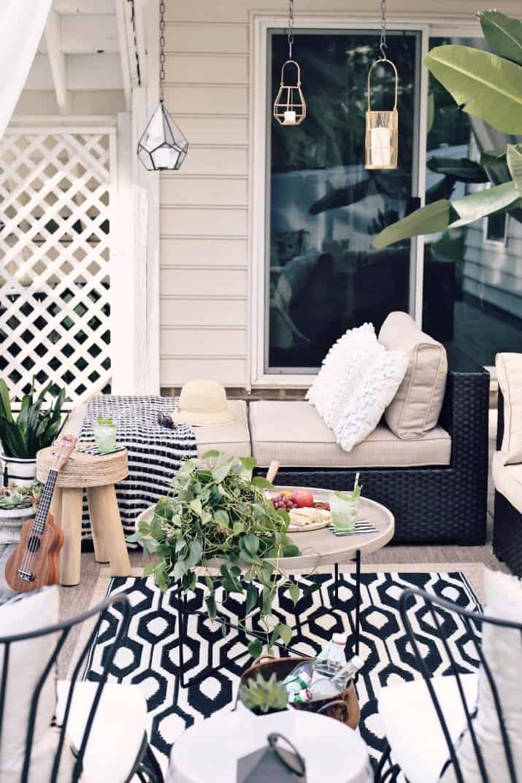 black & tan patio decor for outdoor living