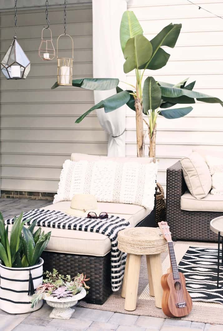 black & tan patio decor with greenery and lanterns