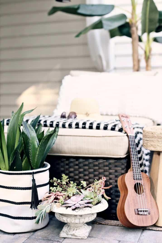 black & tan patio decor for entertaining outside