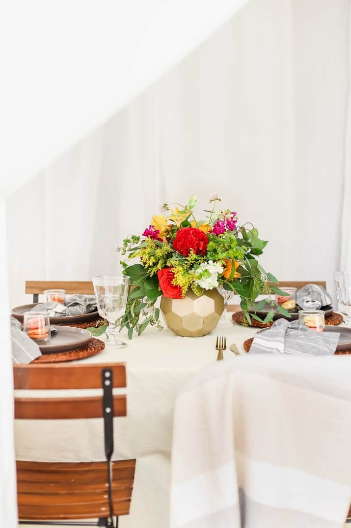 outdoor dinner party table setting