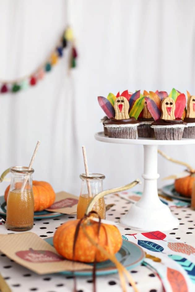 Thanksgiving kids table with turkey cupcakes
