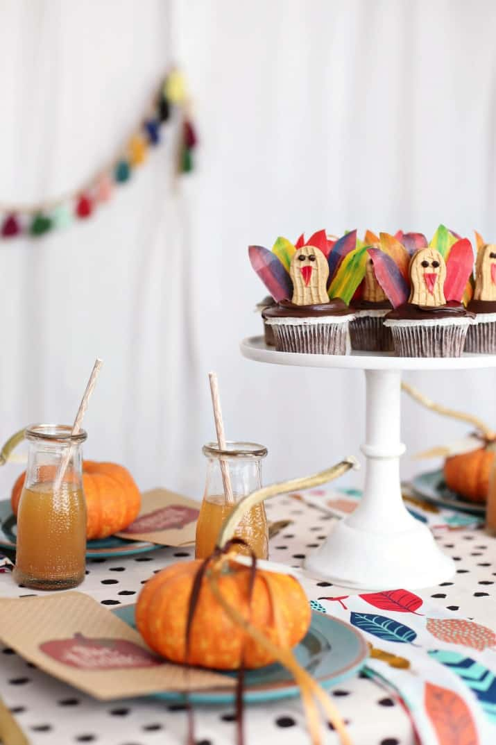 Thanksgiving kids table ideas with turkey cupcakes