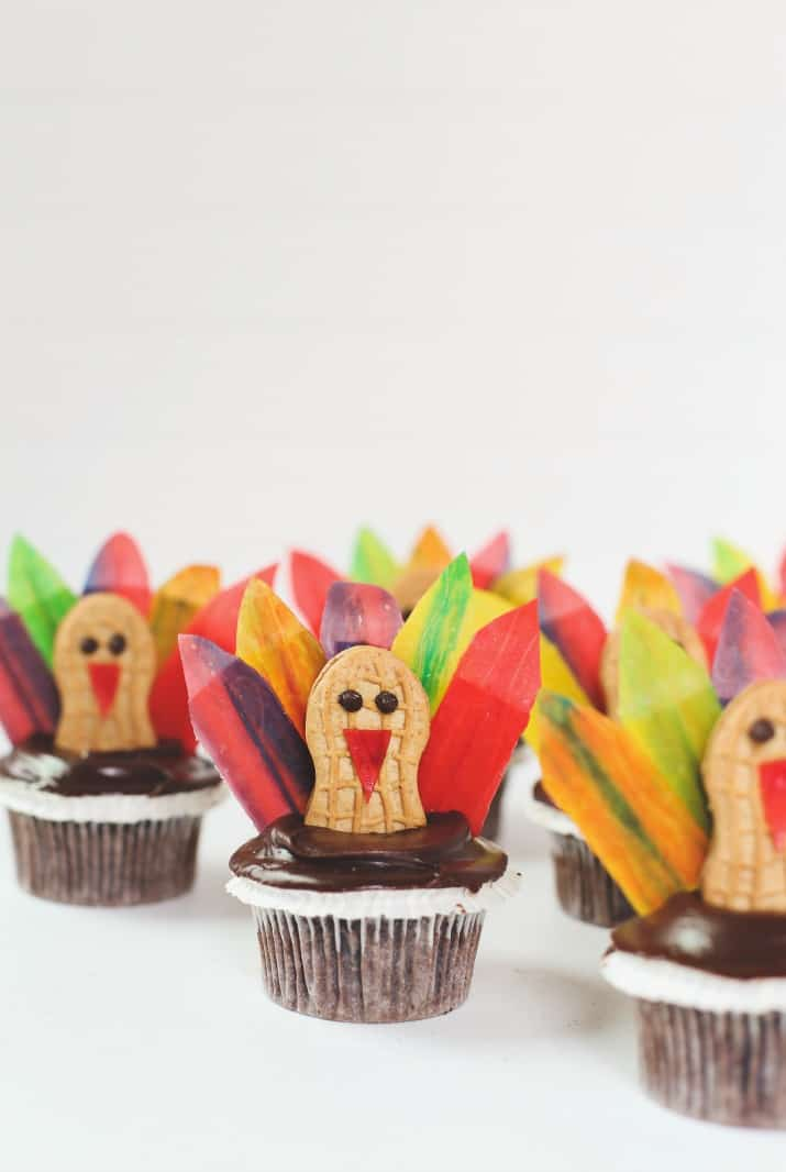 diy Thanksgiving turkey cupcakes grouped together