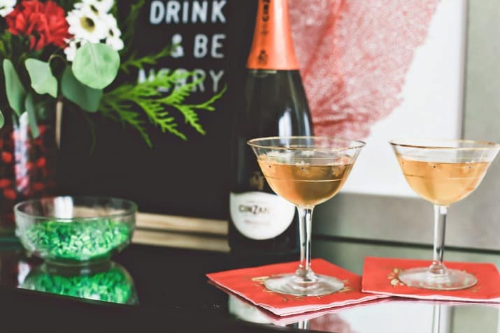 gift ideas, prosecco in coupes