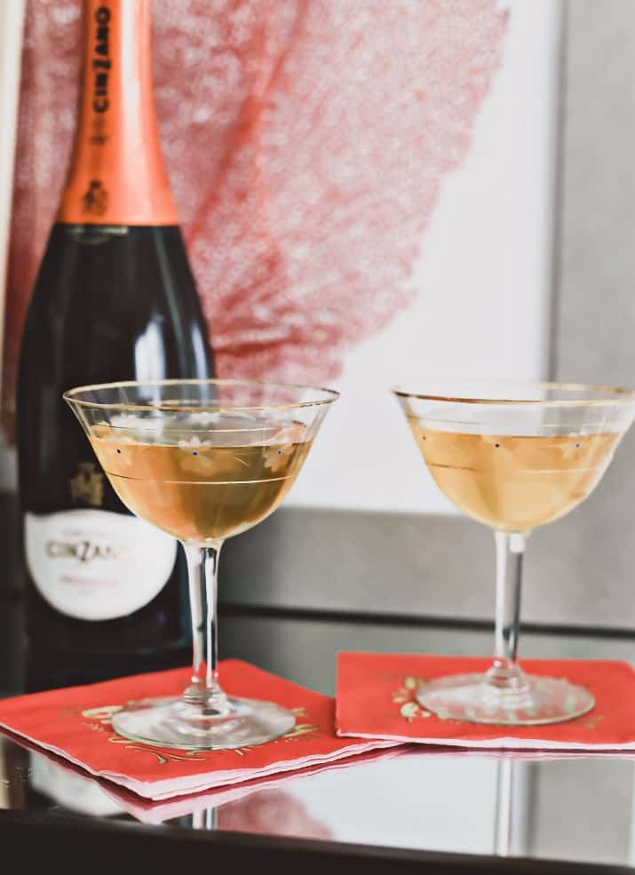 gift ideas, prosecco in vintage coupes