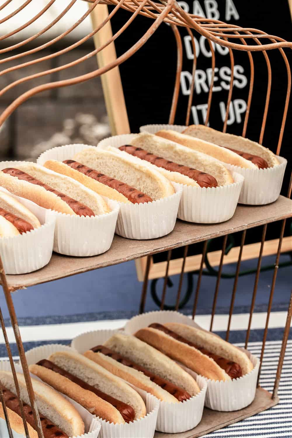 hot dogs in buns on wire shelf